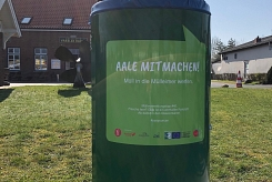 Anti-Müll-Kampagne YES, YOUR CAN! - Beklebter Mülleimer am Vareler Hafen